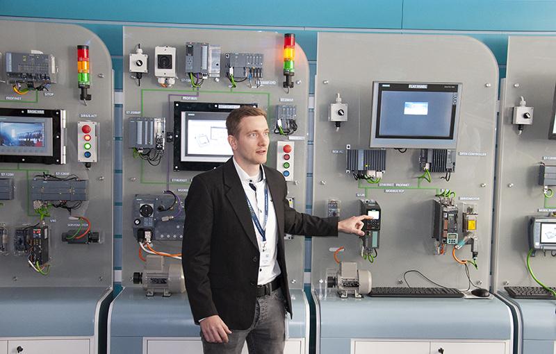 Boros Péter - Sales Specialist, Siemens Zrt.
